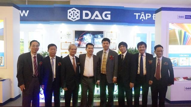 Ngay ngày đầu khai mạc triển lãm, lãnh đạo Bộ Xây dựng đã thăm gian hàng DAG