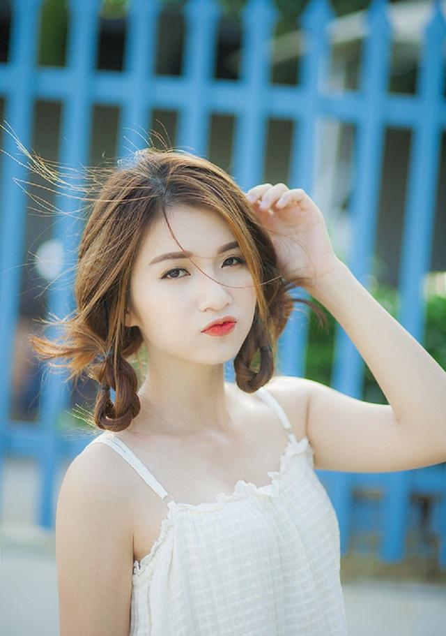 Ngoài ra, 9X đến từ Nghệ An còn là mẫu ảnh tự do.