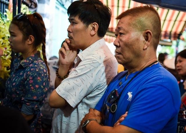 Nghệ sĩ Vũ Thanh rất thân thiết với nghệ sĩ hài Khánh Nam nên trong suốt những ngày diễn ra tang lễ anh luôn túc trực để hỗ trợ gia đình và người thân đón tiếp khách và bạn bè đến viếng và chia buồn cùng gia đình.