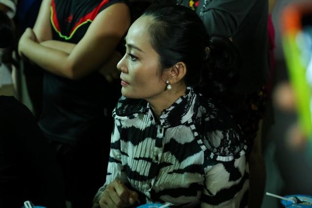 Nghệ sĩ ưu tú Hạnh Thúy cũng đến để chia buồn cùng gia đình, chị cho biết chị rất bất ngờ khi biết người đồng nghiệp mà mình rất kính trọng đã ra đi.