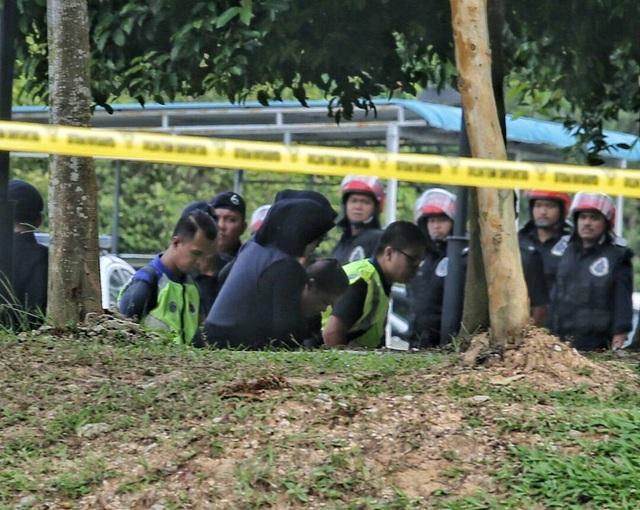 Nghi phạm Siti Aishah được áp giải tới tòa. (Ảnh: Twitter)