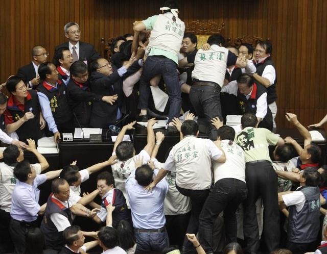 Cơ quan lập pháp Đài Loan từng chứng kiến nhiều vụ ẩu đả dữ dội giữa các thành viên của các đảng.