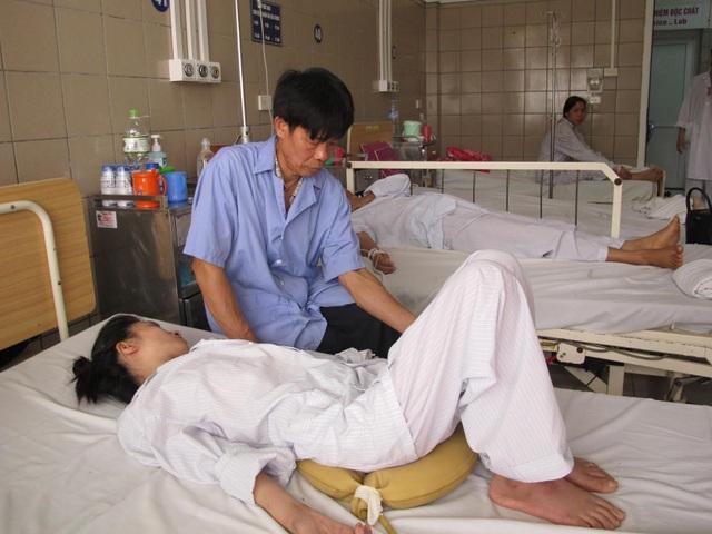 Bệnh nhân gầy sút, thiếu máu, teo cơ sau 3 tháng uống thuốc nam. Ảnh: T.A