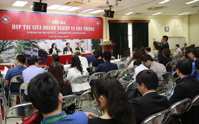 Trường ĐH Ngoại thương tổ chức diễn đàn hợp tác giữa doanh nghiệp và nhà trường
