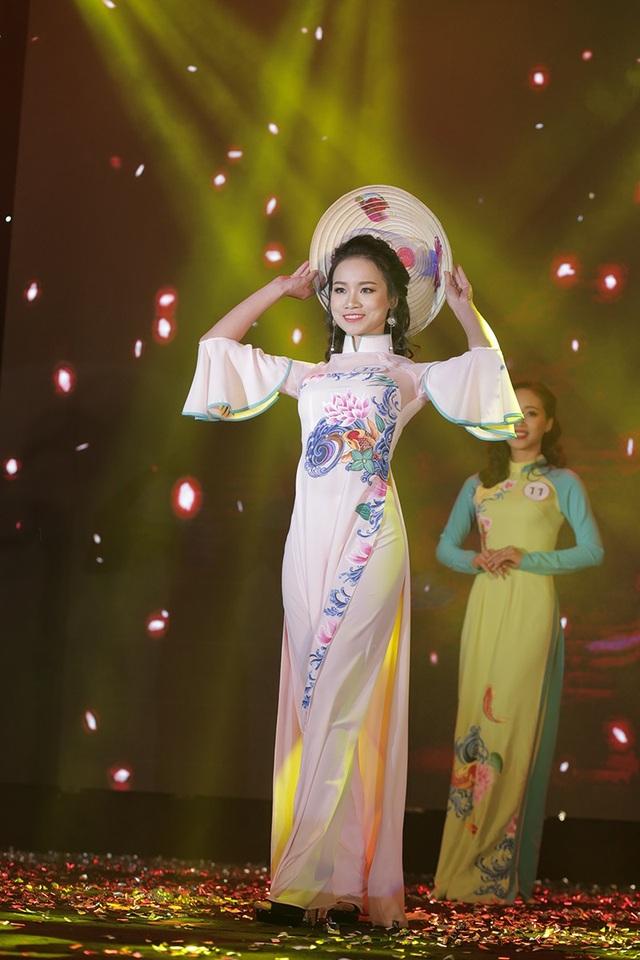 Vũ Thị Vân Anh giành giải Hoa khôi thân thiện