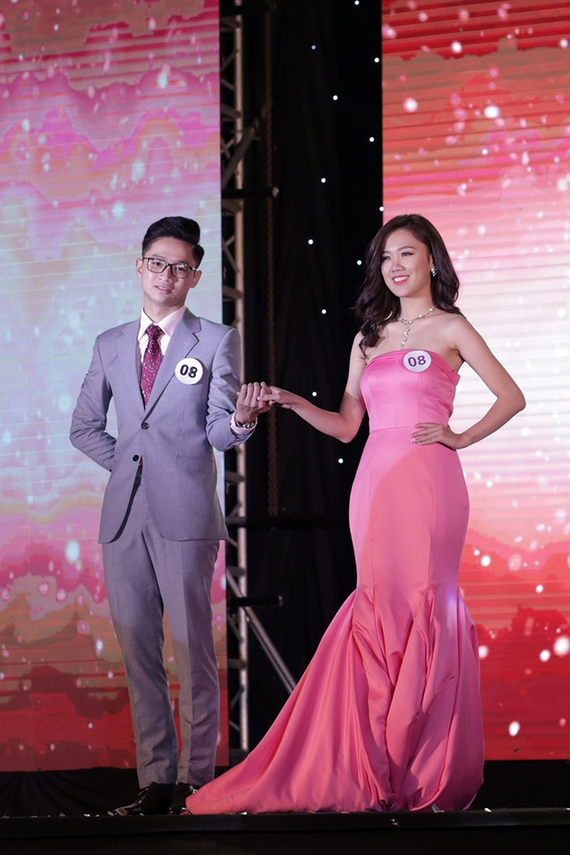 Được đánh giá cao từ những vòng thi đầu, Đinh Hồng Phương Linh đã giành giải Á khôi 2 chung cuộc
