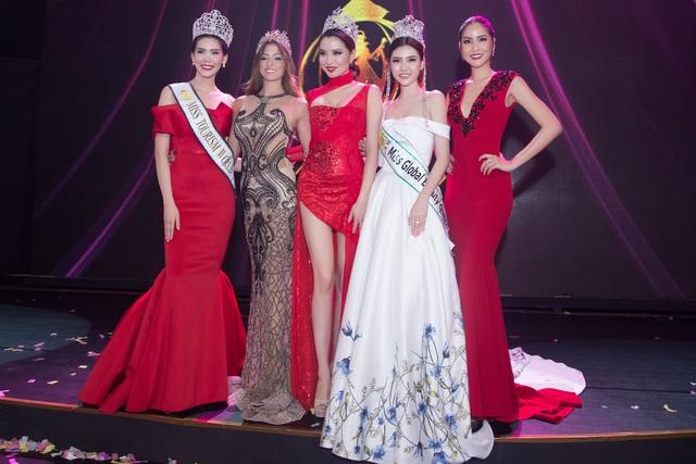 Ngọc Duyên (thứ 2 từ phải sang) là người đẹp Việt đạt thành tích tốt nhất tại đấu trường nhan sắc quốc tế năm 2016.