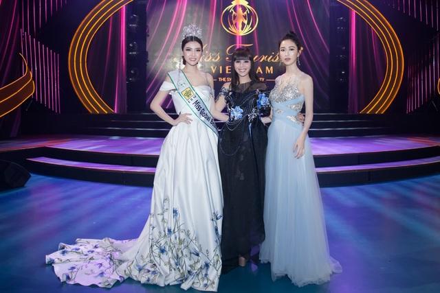 Ngọc Duyên cùng Hoa hậu Quý bà Hằng Nguyễn và Á hậu Hà Thu.