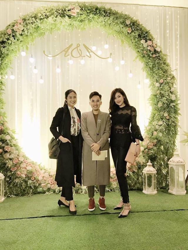 Hoa hậu Ngọc Hân, Á hậu Tú Anh cùng NTK Hà Duy.