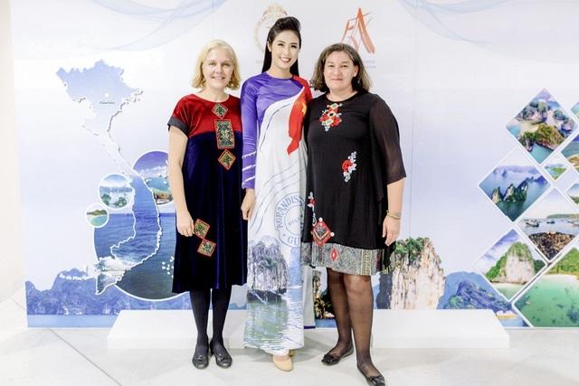 Trong suốt hai tháng qua, Ngọc Hân đã dành rất nhiều tâm huyết để chuẩn bị cho bộ sưu tập áo dài này.