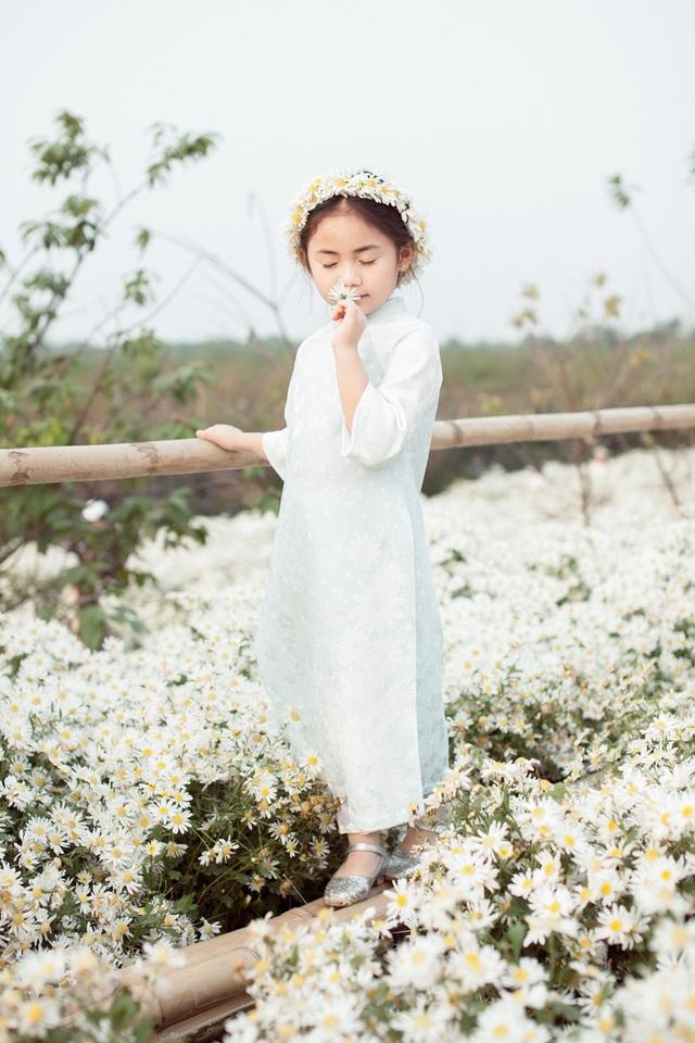 Hoa hậu Ngọc Hân, Á hậu Thanh Tú khoe sắc với cúc họa mi - 18