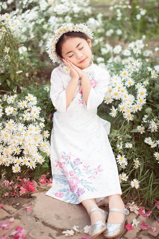 Hoa hậu Ngọc Hân, Á hậu Thanh Tú khoe sắc với cúc họa mi - 20