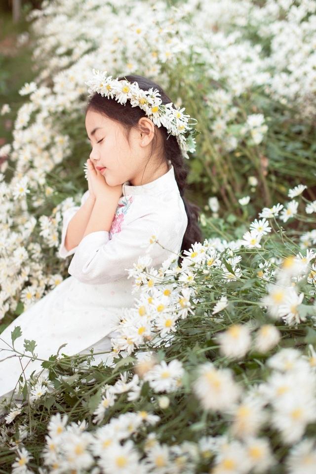 Hoa hậu Ngọc Hân, Á hậu Thanh Tú khoe sắc với cúc họa mi - 21