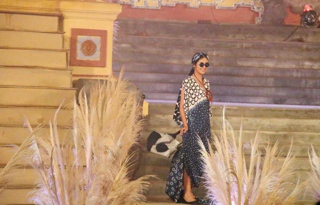Cá tính trong trang phục của nhà thiết kế Sakchira Wiengkao (Thái Lan)
