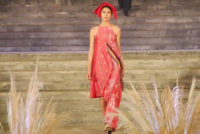 Trang phục của nhà thiết kế Mohom Loikhamleng (Myanmar)