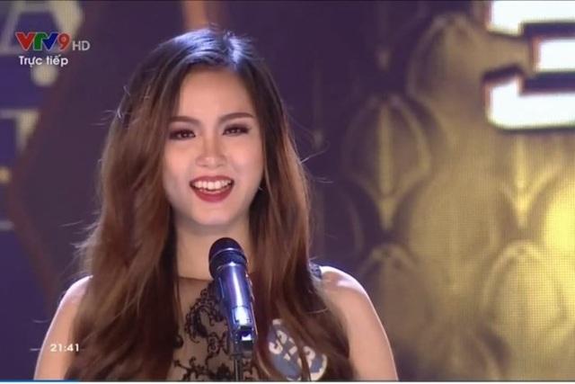Cách trả lời quá đỗi hồn nhiên, chân chất, cộng với thái độ vừa cười vừa nói của thí sinh Võ Thị Ngọc Lụa trong đêm Chung kết Hoa hậu Đại dương Việt Nam 2017 cũng khiến công chúng lắc đầu ngán ngẩm.