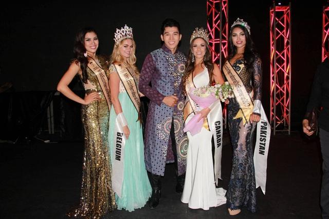 Á vương Ngọc Tình với Hoa hậu và các Á hậu sau đêm Chung kết.