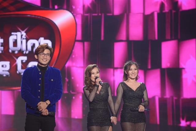 MC Chí Thiện và 2 thí sinh bật cười trước chia sẻ của Quang Lê.
