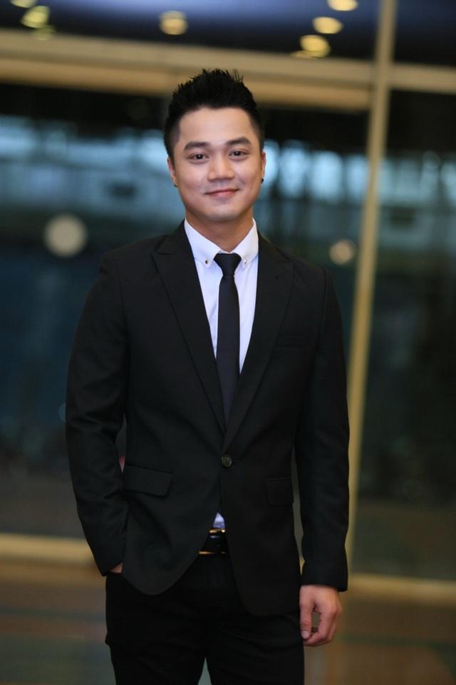 Ca sĩ Hồng Dương.