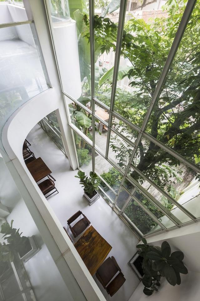 Nhìn từ trên cao, ngôi nhà như một công viên thu nhỏ.