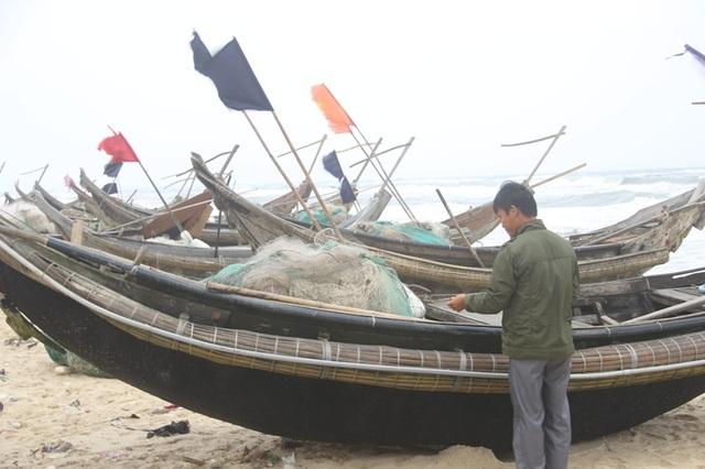 Ngư dân chuẩn bị thuyền lưới để bước vào vụ đánh bắt mới
