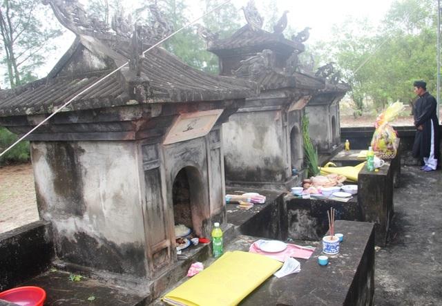 Miếu làng là nơi thờ các vị thần, cá ông và các hương linh gặp nạn trên biển