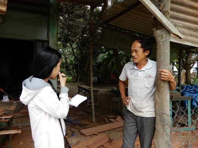 Người dân phản ánh với phóng viên những nỗi khổ khi chưa được bố trí tái định cư