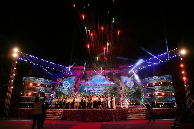 Màn pháo hoa chào mừng các thí sinh đoạt giải.