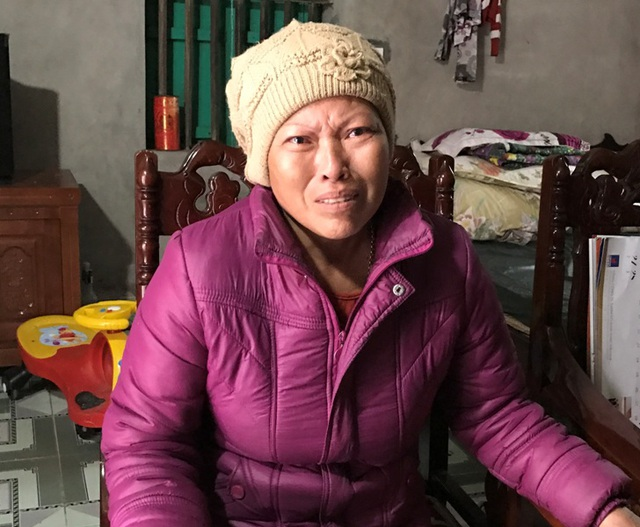Bà Nguyễn Thị Thìn (SN 1954), hàng xóm anh Tài mếu máo khi tâm sự về hoàn cảnh đôi vợ chồng trẻ