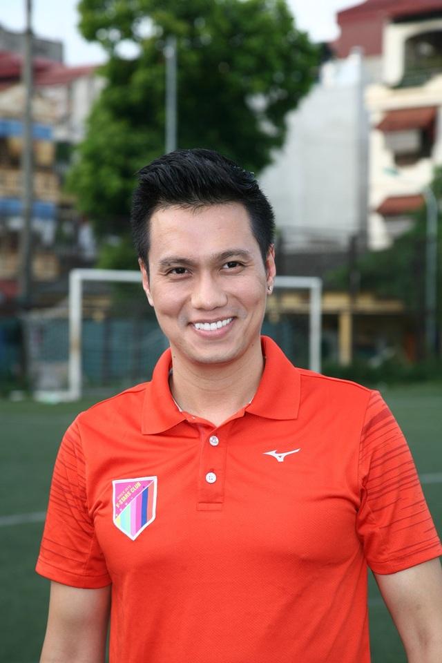 Diễn viên Việt Anh là Giám đốc điều hành của V-Stars, anh rất năng nổ trong các hoạt động từ thiện.