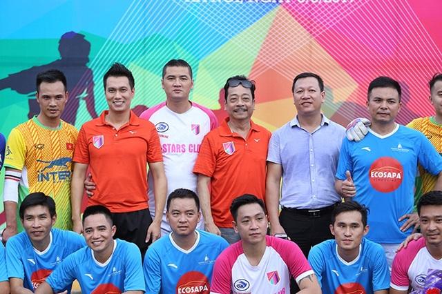 Kết thúc trận thi đấu giữa V-Stars và Hội DN du lịch Phố cổ Hà Nội vào ngày 09/8, các thành viên đã quyên góp được số tiền 260 triệu đồng ủng hộ bà con vùng lũ Yên Bái.