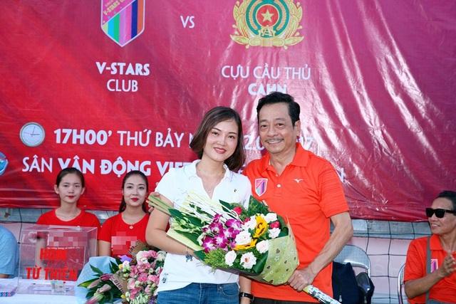 Trận bóng từ thiện kết hợp với buổi lễ ra mắt Chủ tịch đội bóng V-Stars - NSND Hoàng Dũng.