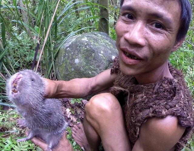 """""""Tarzan Việt Nam"""" Hồ Văn Lang"""