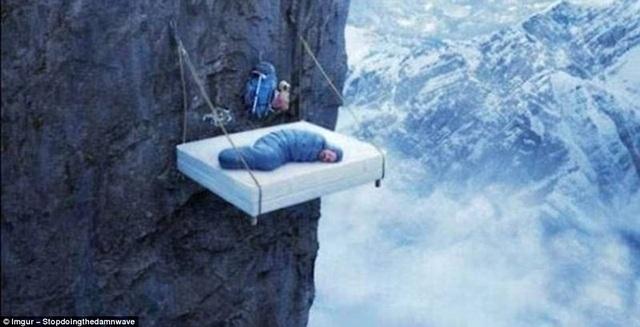 Ngủ giữa lưng chừng trời.