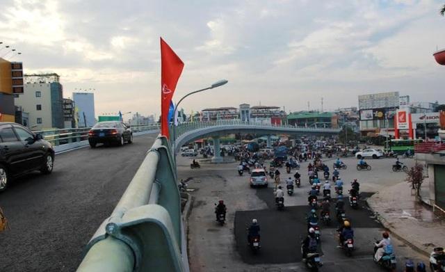 Ô tô và xe máy được phép qua cầu vượt Nguyễn Oanh - Nguyễn Kiệm