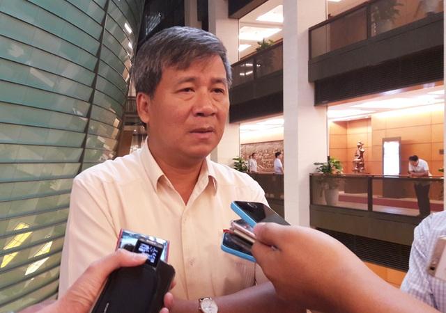 PGS.TS Nguyễn Anh Trí trao đổi về sự cố xảy ra tại Bệnh viện đa khoa tỉnh Hoà Bình.