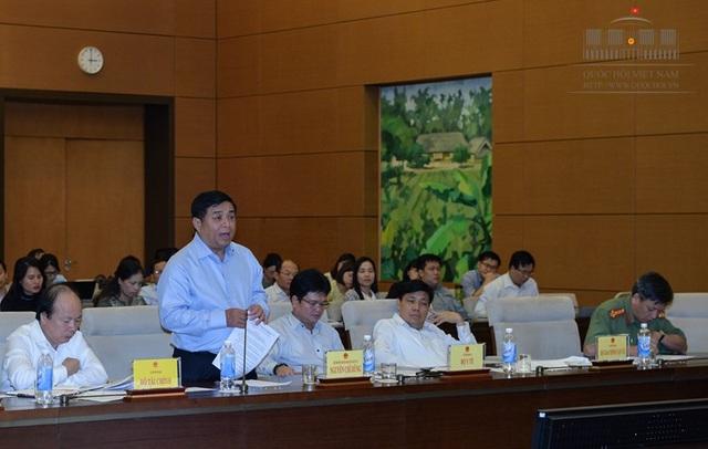 Bộ trưởng đương nhiệm của Bộ KH-ĐT chỉ dự được phần đầu phiên giải trình.
