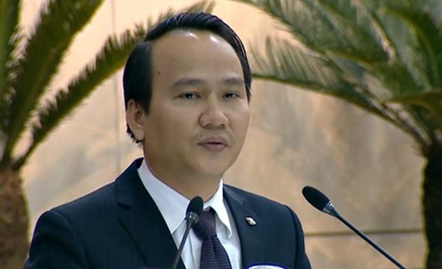 Ông Nguyễn Đình Vĩnh - Giám đốc Sở GD&ĐT Đà Nẵng trả lời chất vấn của đại biểu Hội đồng nhân dân thành phố