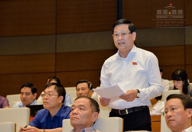 Đại tá công an, đại biểu Quốc hội Nguyễn Hữu Cầu cho biết, trong khi chủ nợ xếp hàng dài tại tòa án không biết lúc nào lấy được nợ thì với tín dụng đen, dân xã hội sẽ lấy bằng hết cả gốc lẫn lãi.