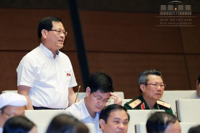 Đại biểu Nguyễn Hữu Cầu: Việc lùi thời hạn thực hiện chương trình giáo dục phổ thông mới không được để phát sinh thêm kinh phí hoặc có phát sinh được thì Quốc hội cũng phải kiểm soát được.