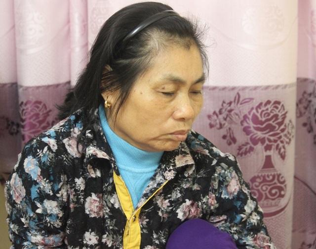 Bà Sơn đã kiệt nước mắt sau chuỗi ngày chứng kiến con chỉ nằm bất động, đôi mắt vô hồn