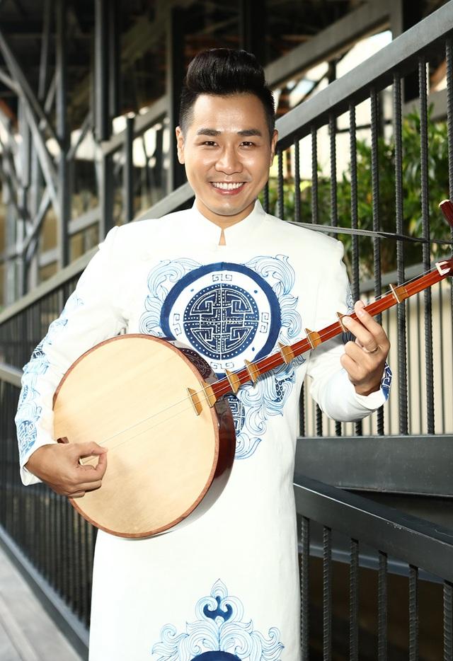 MC Nguyên Khang lần đầu tiên tham gia chương trình với vai trò thí sinh
