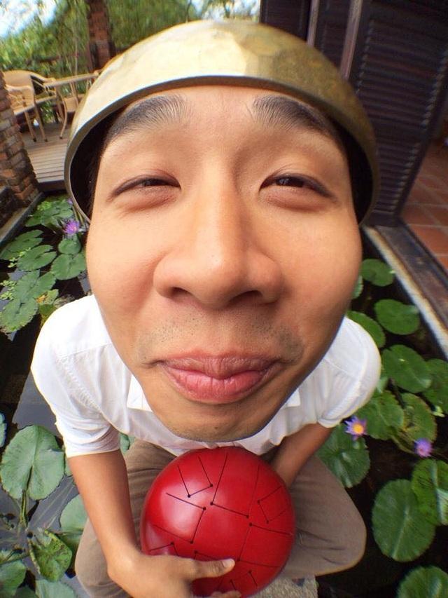 Bức ảnh lập đàn cầu mưa hài hước của MC Nguyên Khang