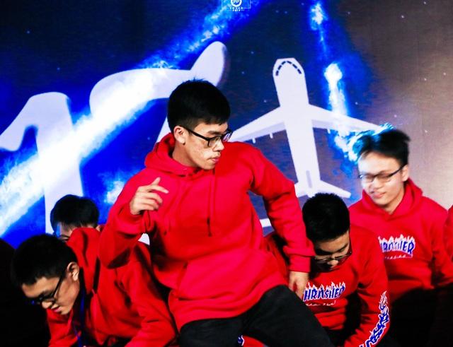 Ngoài thành tích học tập ấn tượng, Nguyễn Lưu Cảnh Hào còn là thủ lĩnh trong các hoạt động phong trào bề nổi tại Trường THPT chuyên Phan Bội Châu.