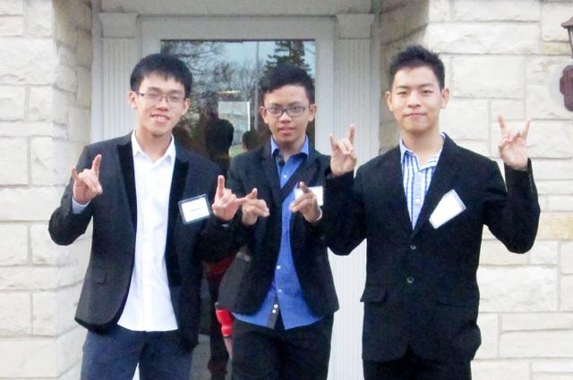 Cảnh Hào (ngoài cùng bên trái) trong thời gian tham gia chương trình Thủ lĩnh thanh niên ASEAN tại Mỹ năm 2015.