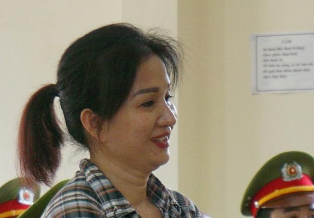 Nguyễn Thị Hương nở nụ cười khi nghe lời tố tội từ người tình