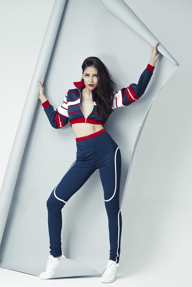 """Trước khi trở thành một """"nữ hoàng sắc đẹp"""", Nguyễn Thị Loan có xuất thân là một vận động viên thể thao. Tuy nhiên ở thời điểm đó, Nguyễn Thị Loan lại không cảm thấy tự tin về ngoại hình có phần thô cứng của mình."""