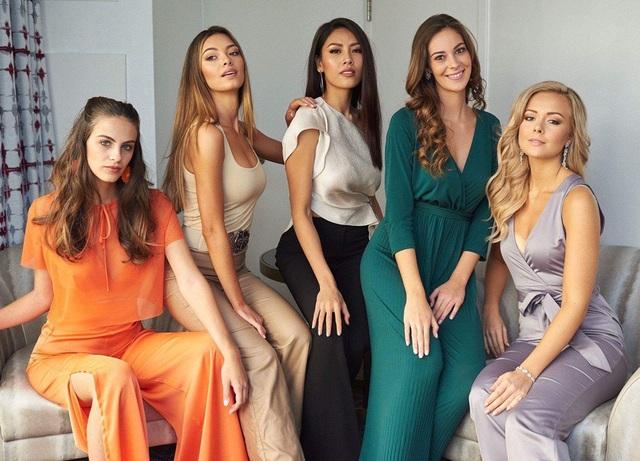 Những gương mặt còn lại trong top 5 này là Hoa hậu Nam Phi, Bồ Đào Nha, Thụy Điển và Israel. Nguyễn Thị Loan (giữa) là đại diện duy nhất của khu vực Đông Nam Á có được vinh dự này.