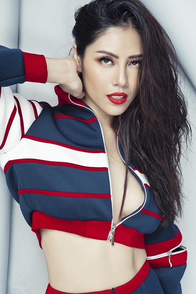 """Vừa qua, Á hậu Nguyễn Thị Loan được lựa chọn trở thành đại diện Việt Nam tham gia cuộc thi Miss Universe - Hoa hậu hoàn vũ 2017 - một cuộc thi nhan sắc quy mô và """"khốc liệt"""" nhất hành tinh."""