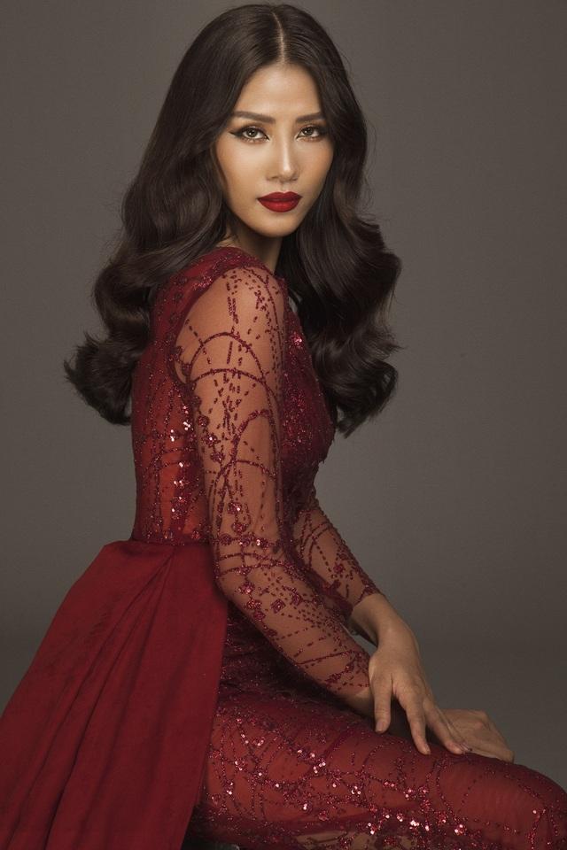 Năm 2014, Nguyễn Thị Loan đại diện Việt Nam tới dự Miss World (Hoa hậu Thế giới) và bất ngờ lọt top 25 của cuộc thi. Chưa kể mỹ nhân gốc Thái Bình còn lọt top 32 Hoa hậu thể thao và Top 20 Hoa hậu nhân ái.
